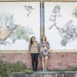 (De Izq a Dcha, Mara Ramírez y Mercedes Castellano con sus dos ilustraciones del Jardín Canaria)
